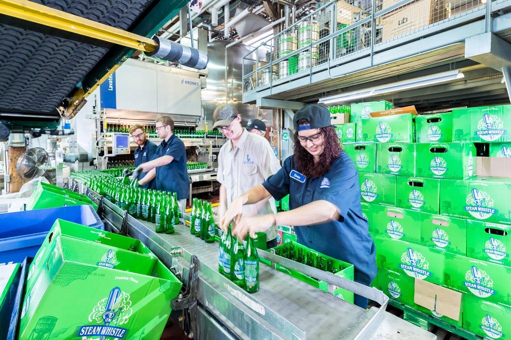 La cervecería artesanal Steam Whistle compra una llenadora de ...