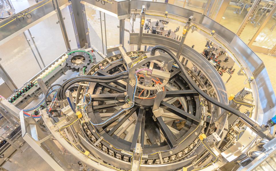 配备176个灌装阀,这也是克朗斯在斯堪的纳维亚半岛最大的灌装机.图片