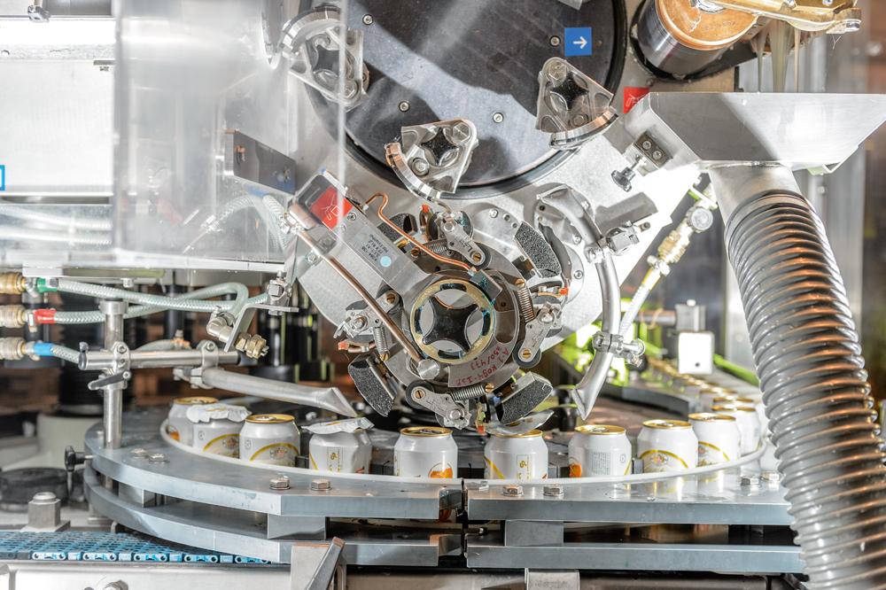 2002年,petrópolis集团与克朗斯公司合作,首次通过罐盖贴标对易拉罐图片